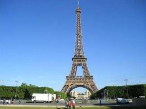 パリ 300x225 人気の新婚旅行先
